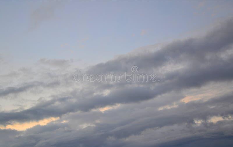 Strimma av moln royaltyfria foton