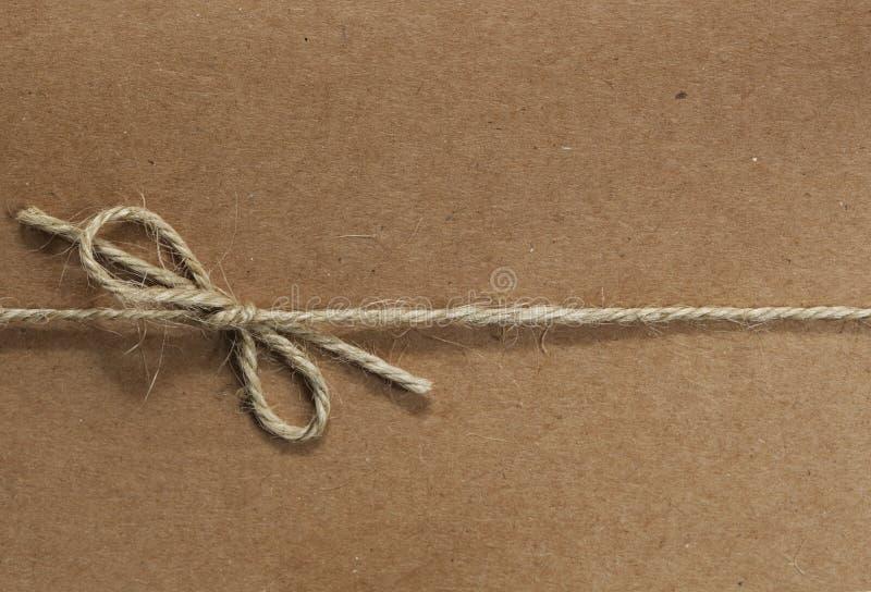 Stringa legata su documento riciclato immagine stock