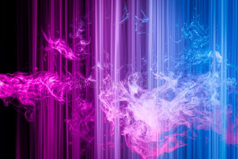 Striped неоновые света в цветах радуги стоковые фотографии rf
