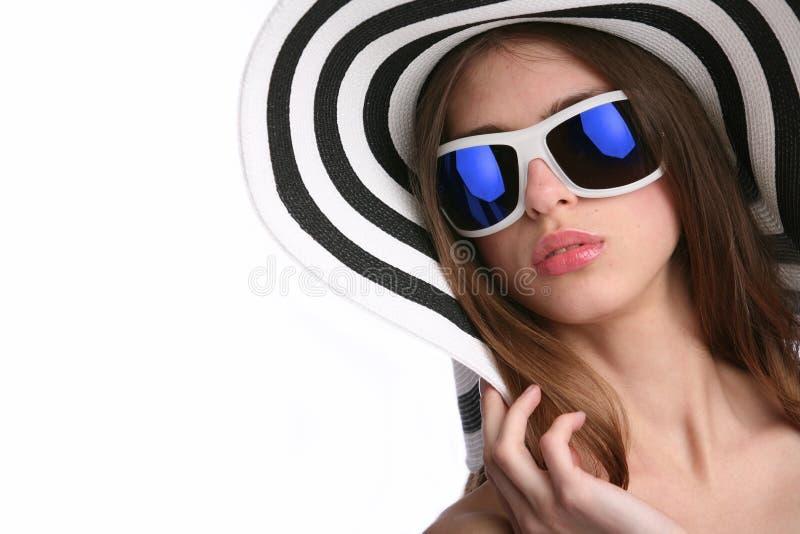 striped шлемом детеныши женщины стоковые изображения