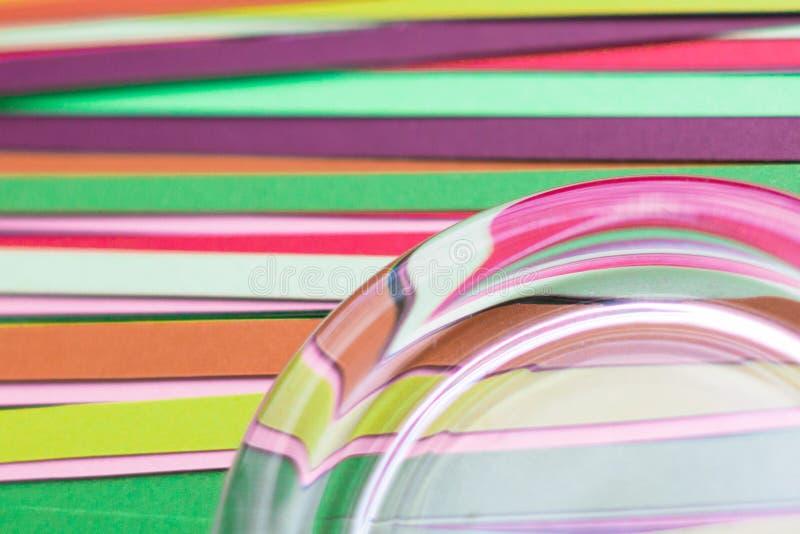 Strisce multicolori di carta colorata come fondo immagine stock