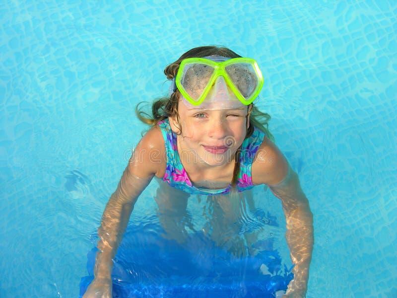Strizzatina d'occhio dal nuotatore fotografia stock libera da diritti