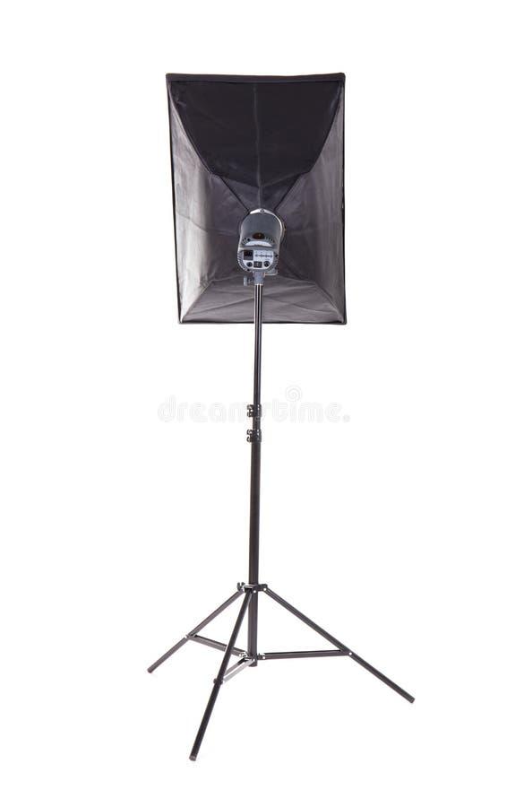 Stroboscopio professionale dello studio, isolato su un fondo bianco Luce di tecnica della foto sul treppiede Un nuovo treppiede n fotografia stock libera da diritti