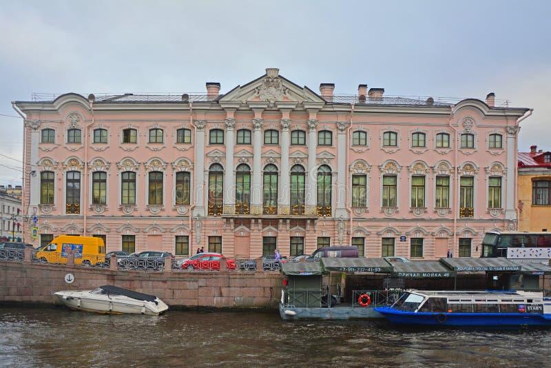 Stroganovpaleis op Moika-Rivier in Heilige Petersburg, Rusland royalty-vrije stock foto's
