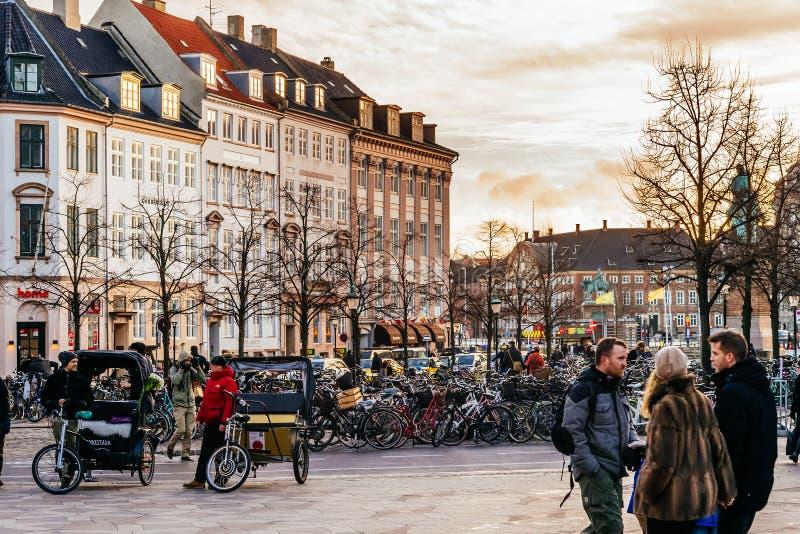 Stroget är en gångare, fritt område för bil i Köpenhamnen, Danmark royaltyfri bild