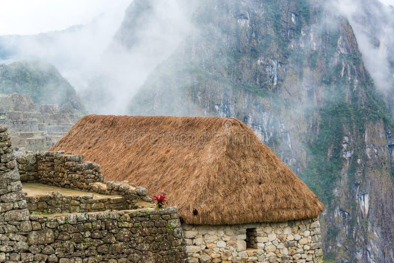Strohdach bei Machu Picchu lizenzfreies stockfoto