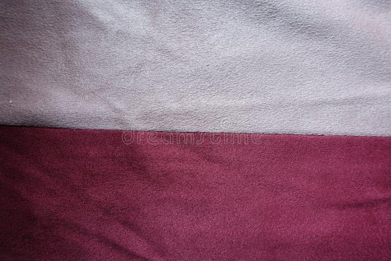 Stroken van roze en rood kunstmatig horizontaal samen genaaid suède royalty-vrije stock foto