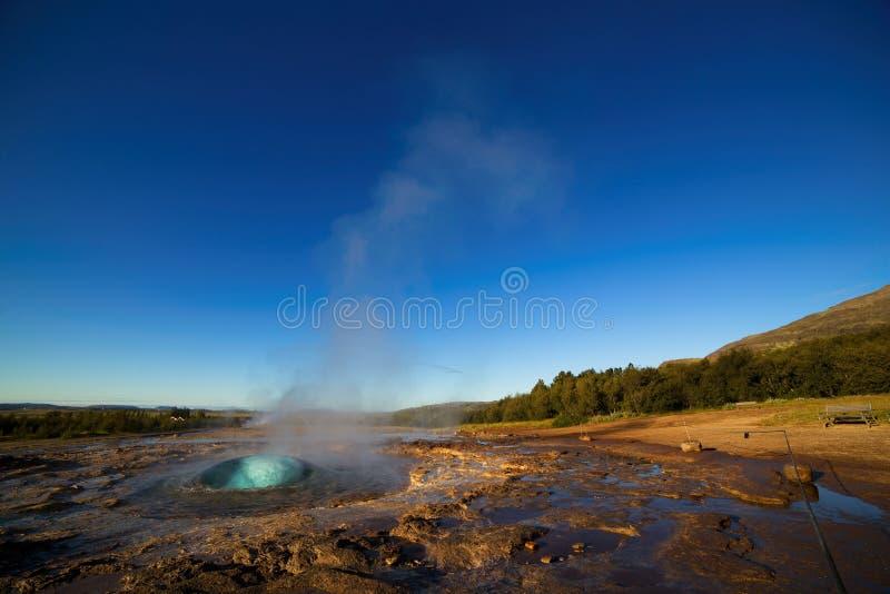 Strokkur Geysir爆发,冰岛 库存照片