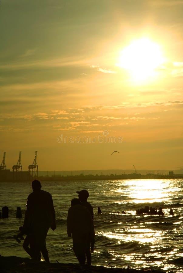 Stroll do por do sol da família foto de stock royalty free
