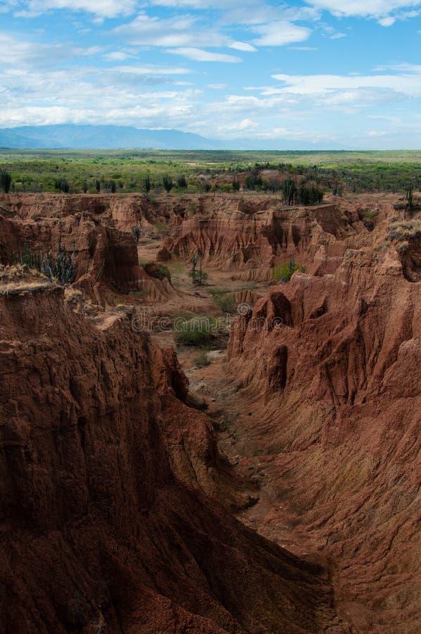 Stroma faleza i dolina czerwony pomarańczowy piaska kamień zdjęcia stock