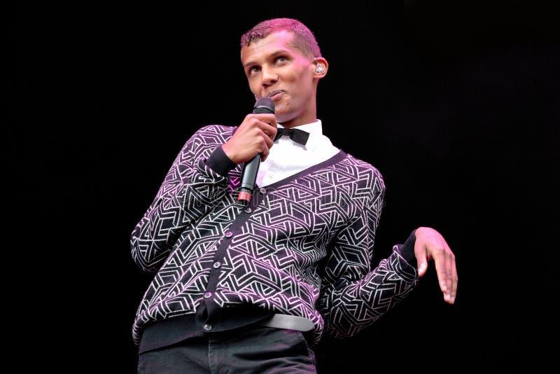 Stromae, cantor belga que joga a casa, a batida nova e a música eletrônica fotografia de stock royalty free