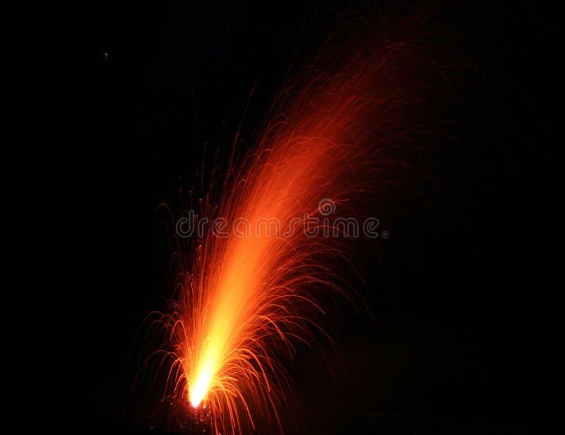 Stromboli del montaje que entra en erupción imagenes de archivo