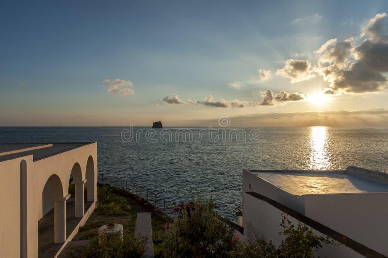 Stromboli-Dorf auf Stromboli-Insel lizenzfreies stockbild