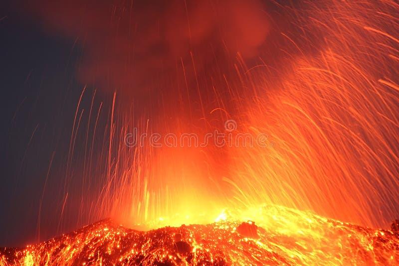 Strombolian爆发火山帕卡亚火山喷发 免版税库存照片