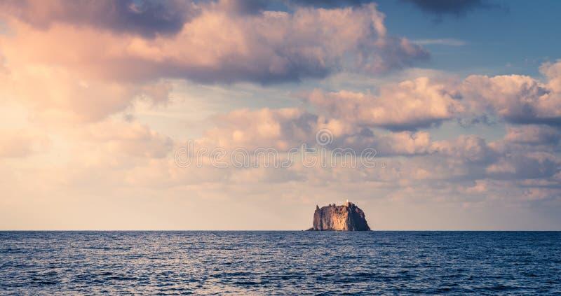 Strombolicchio Lighthouse Island lizenzfreie stockfotos
