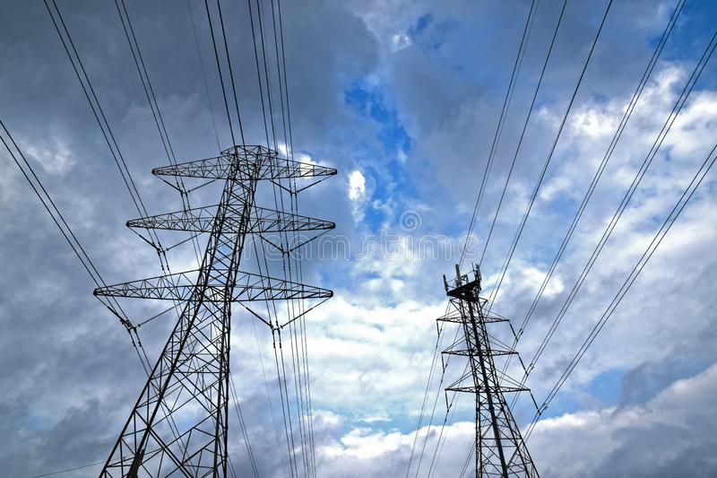Stromleitung Türme lizenzfreies stockbild