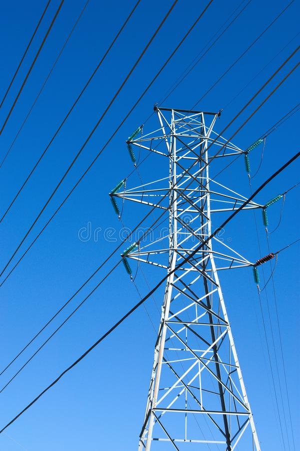 Stromleitungen, Hochspannung, moderne Technologie lizenzfreies stockbild