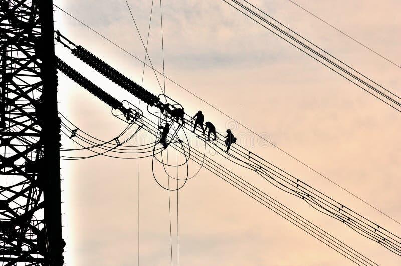 Stromnetzbau lizenzfreie stockfotografie