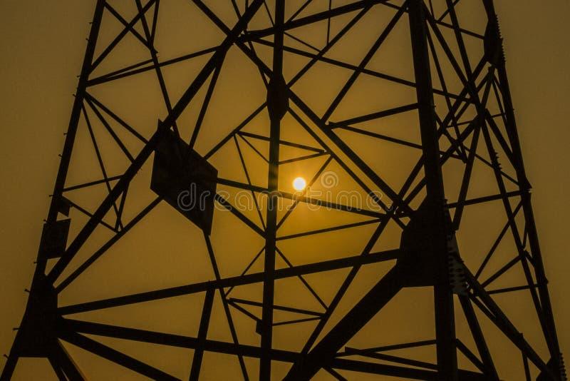 Stromnetzturm lizenzfreie stockfotos