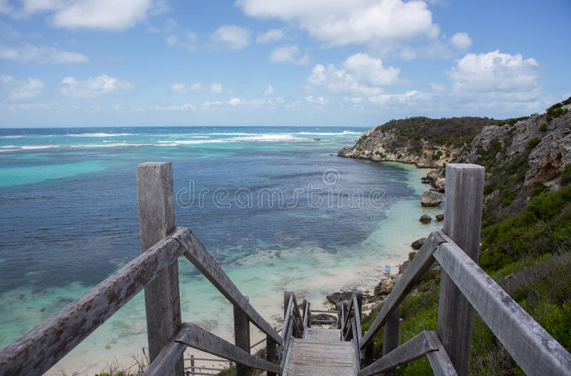 Stromy Boardwalk ocean indyjski plaża zdjęcie stock