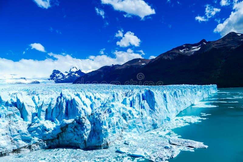 Strona i panoramiczny strzał na prześwietnym Perito Moreno lodowiec zdjęcie stock
