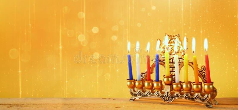 Strona internetowa sztandaru wizerunek żydowski wakacyjny Hanukkah z menorah (tradycyjni kandelabry) zdjęcie stock