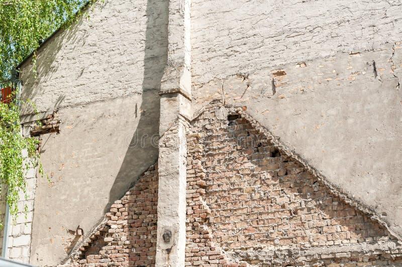Strona nowa budynek mieszkalny fasady ściana z pozostawioną linią stara domu dachu linia obraz royalty free