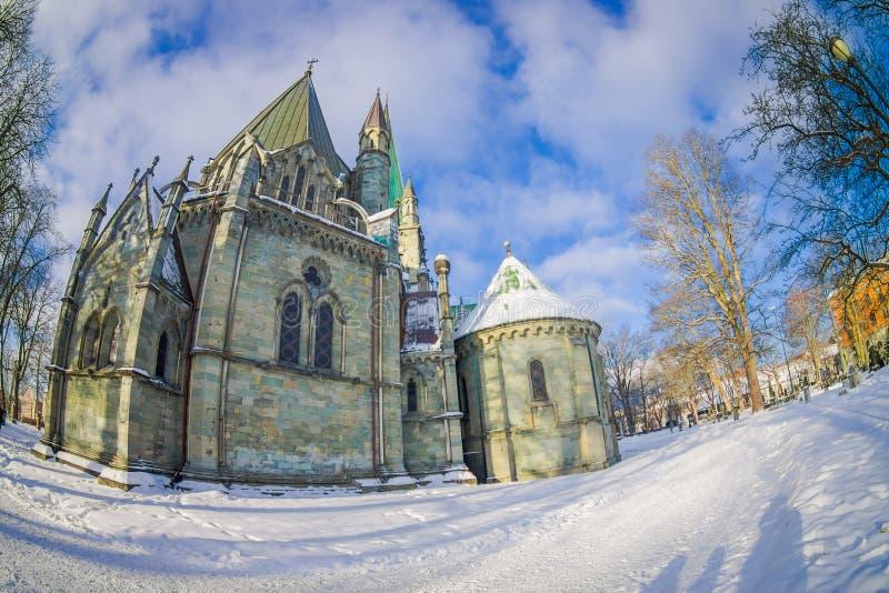STRONDHEIM, NORUEGA - 6 DE ABRIL DE 2018: Edificio magnífico del inTrondheim de la catedral de Nidarosdomen - de Nidaros, Noruega foto de archivo