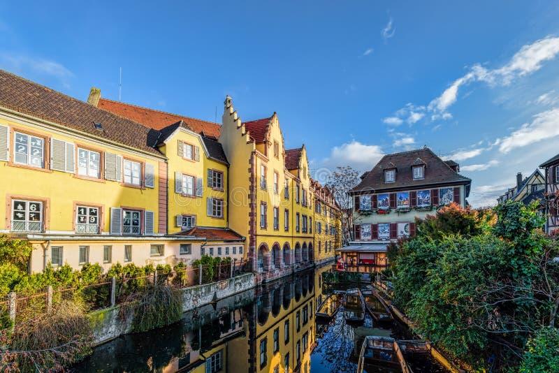 Stronniczo drewniana tradycyjna rodzina Alsace domy obraz royalty free