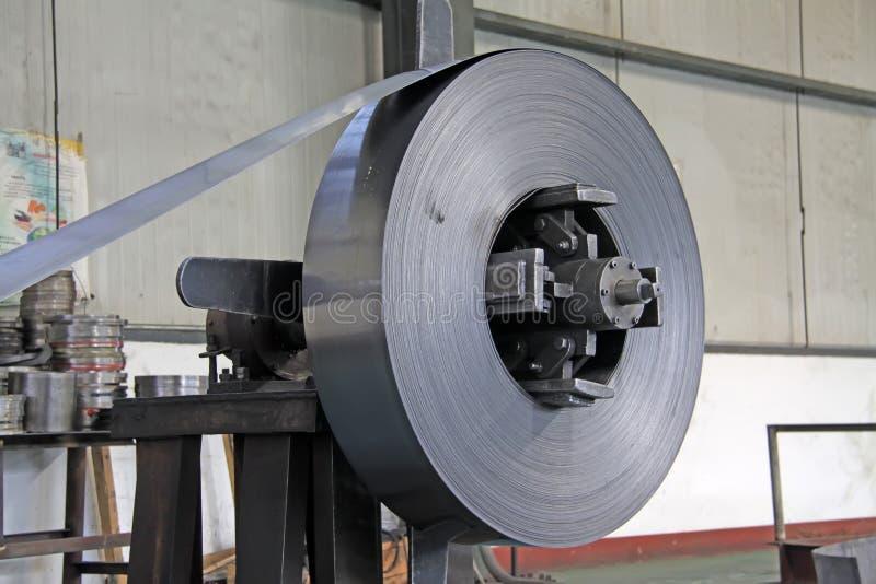 Strook en mechanische apparatuur in een fabriek royalty-vrije stock afbeeldingen