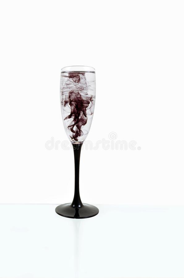 Strook van de van de achtergrond glas de zwarte wijn witte dichte omhooggaande fougere verfrook stock afbeelding
