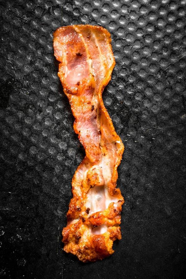 Strook van gebraden bacon in pan royalty-vrije stock foto