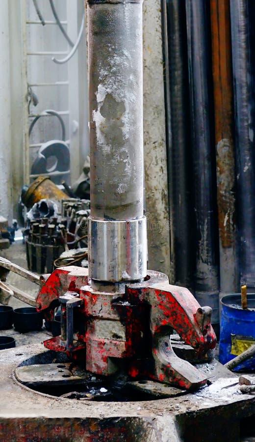 Stroomafwaarts van een pijp voor olieproductie royalty-vrije stock afbeeldingen