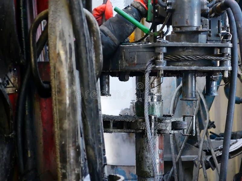 Stroomafwaarts van een pijp voor olieproductie stock fotografie