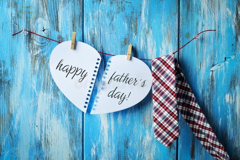Stropdas en tekst gelukkige vadersdag stock afbeelding