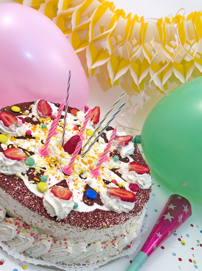 Strowberry Geburtstagkuchen lizenzfreie stockbilder