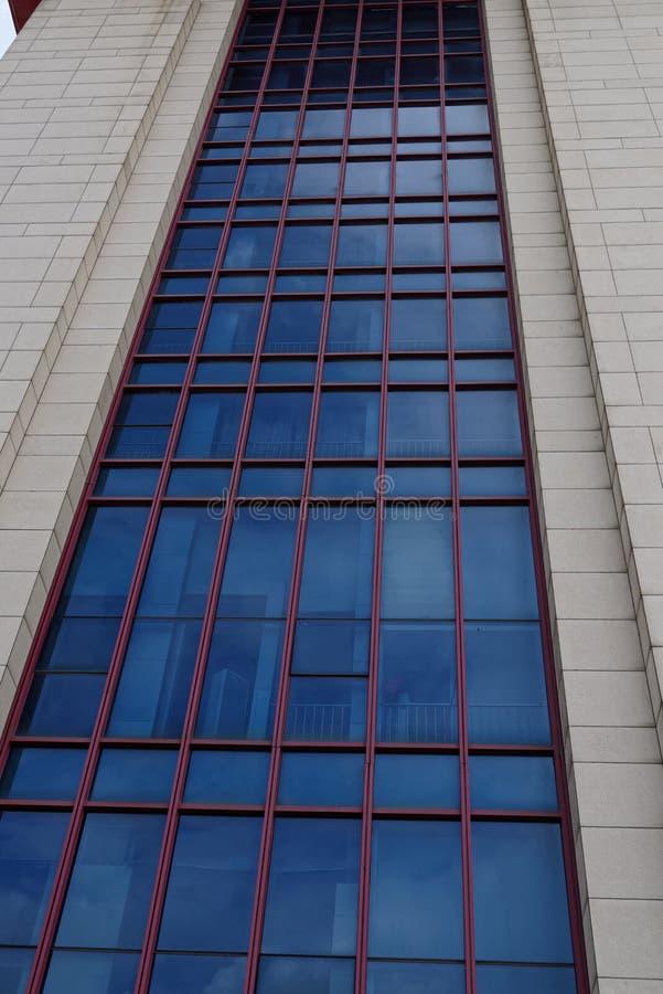 Structure architecturale mur-moderne d'écran en verre photos libres de droits
