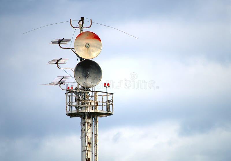 Structure de communication radio antennes signal transmission tour de télécommunication photos libres de droits