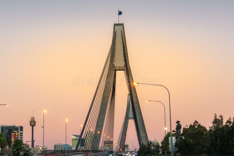 Structure de pont d'Anzac avec le beau ciel de coucher du soleil sur le fond photo libre de droits