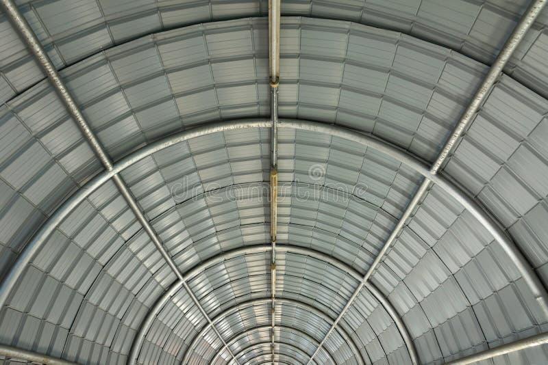 Structure de toit de courbe en métal photo stock