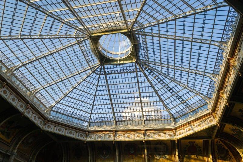 Structure de toit en acier et en verre image libre de droits