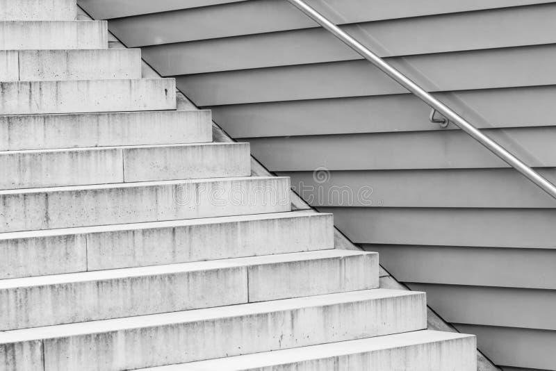 Structure des escaliers concrets gris images libres de droits