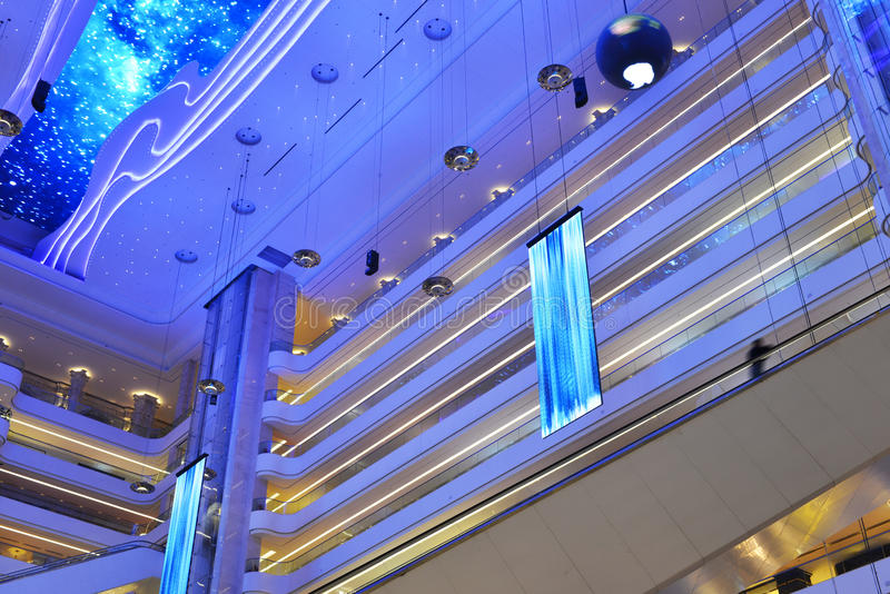Structure du bâtiment commercial moderne photographie stock libre de droits