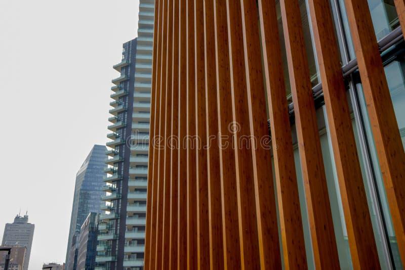 Structure en bois d'un bâtiment moderne photo stock