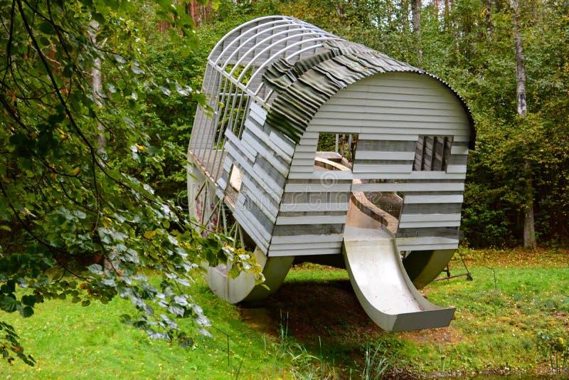 «Structure potable avec la piscine exposée de rein» par Oppenheim Parkas d'Europos vilnius lithuania image stock