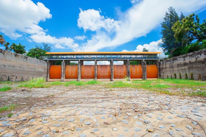 Structure ?tablie, cadre de construction, industrie du b?timent, inondation, centrale hydro?lectrique photographie stock libre de droits