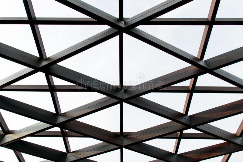 Structureel staal dwarsbouw en glasdak stock foto's