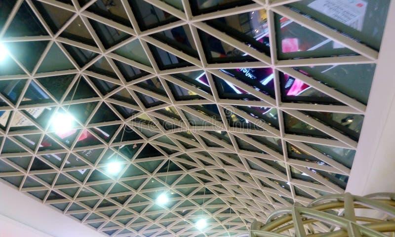 Structureel van de glasplafond of verglazing dak met het plafond van het structureel staaldak royalty-vrije stock foto