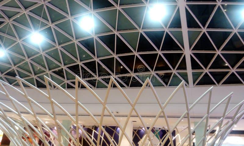 Structureel van de glasplafond of verglazing dak met het plafond van het structureel staaldak stock afbeelding