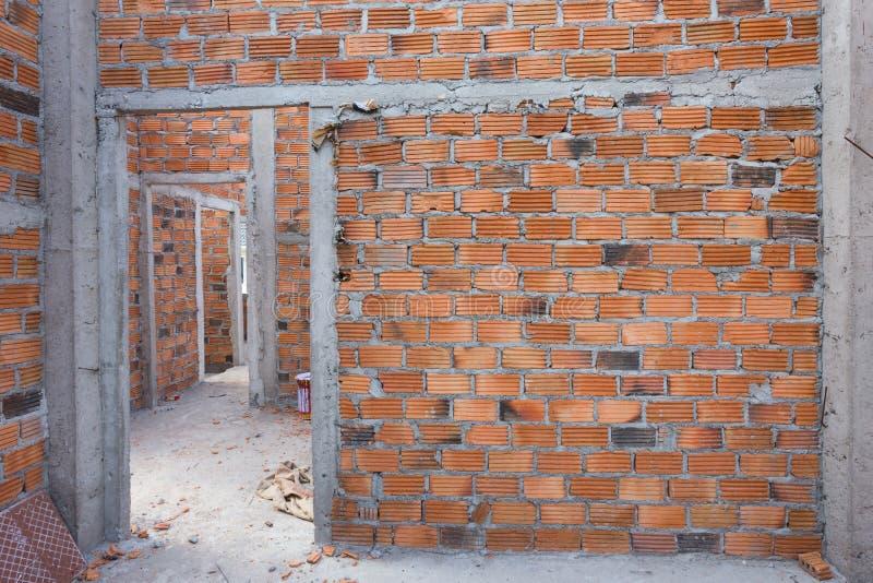 Structurele die muur van baksteen in woningbouw wordt gemaakt royalty-vrije stock foto